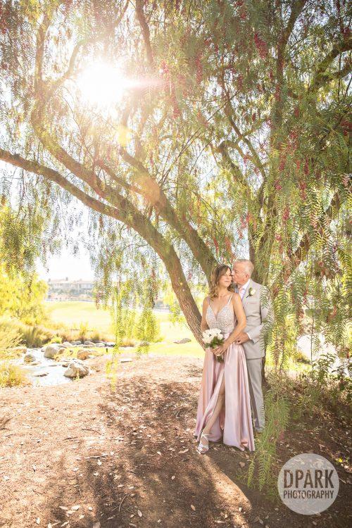 black-gold-golf-club-wedding-romantic-photographer