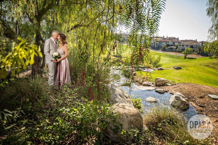 black-gold-golf-club-wedding-romantic-photography